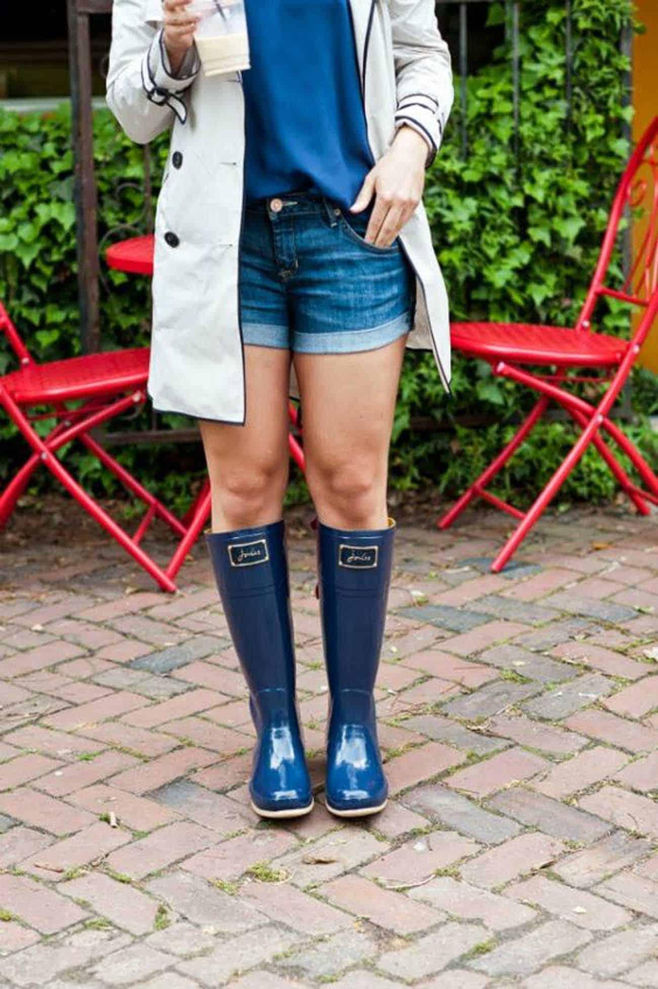 denim shorts with navy rain boots joules rainboots