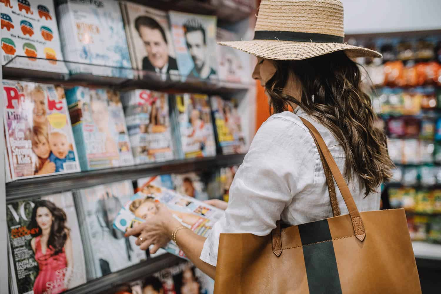 Jessica Camerata is wearing a Packable Mesa Straw Hat and The Transport Tote - Madewell
