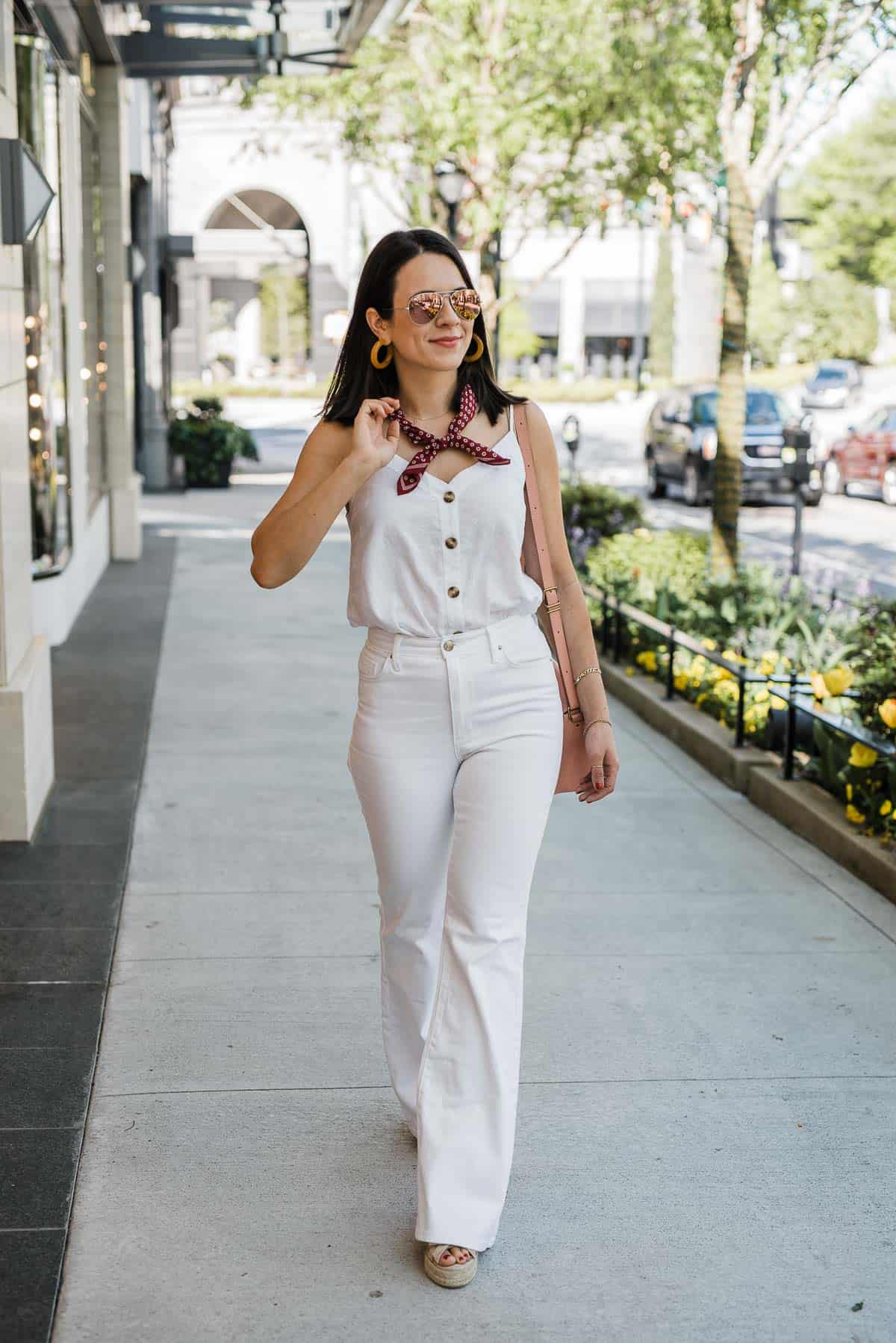Jessica Camerata Is Sharing The White Wide Leg Jeans You'll Wear All Spring & Summer