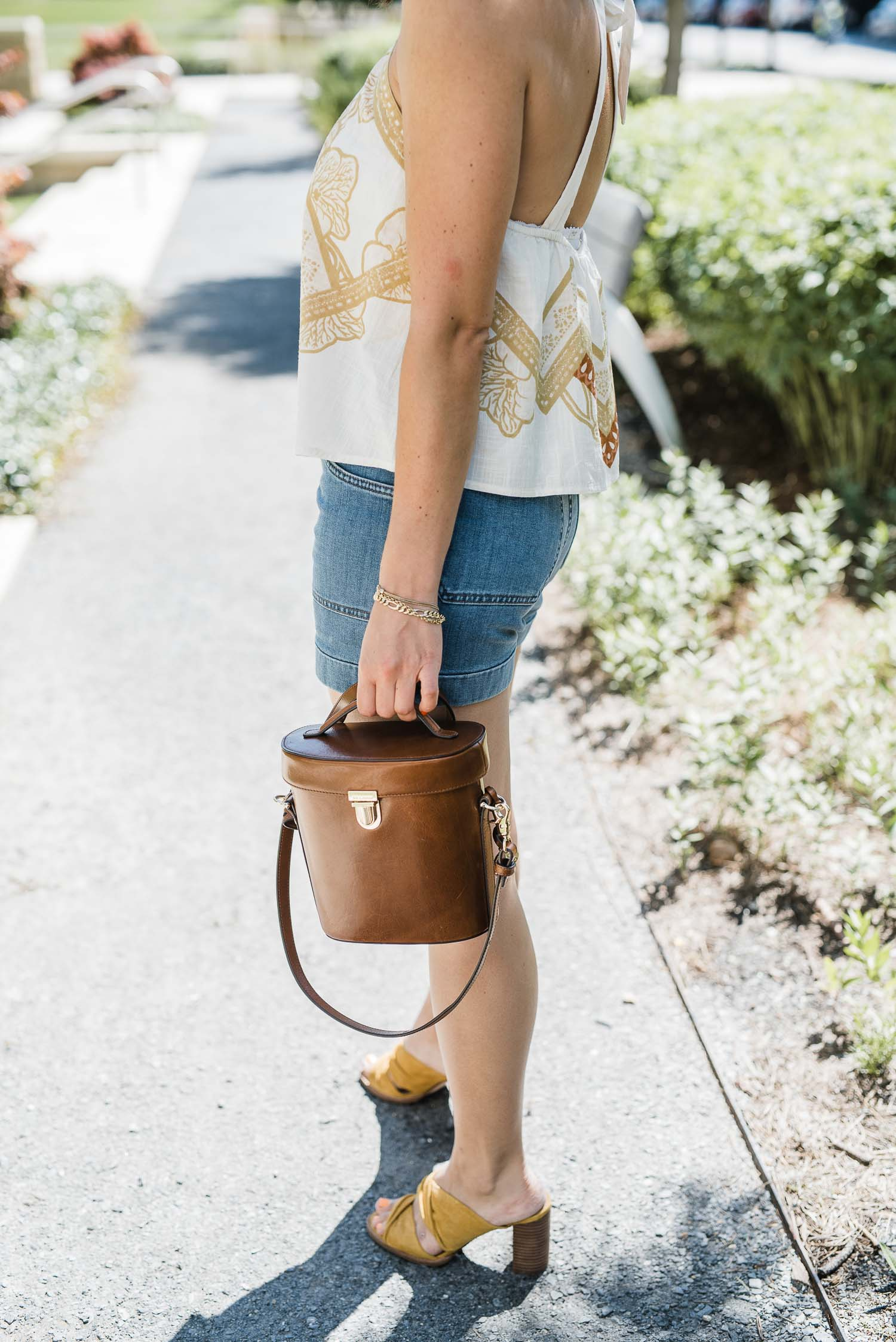 OUTFIT DEATAILS: FREE PEOPLE CABANA TOP • MADEWELL CHASE SHORTS • MADEWELL GESINE MULES • BRAHMIN BAG