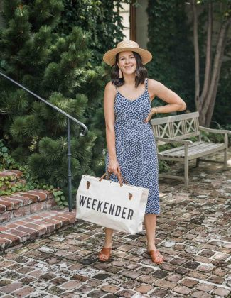 labor day outfits of this floral number with a big bag that says weekender