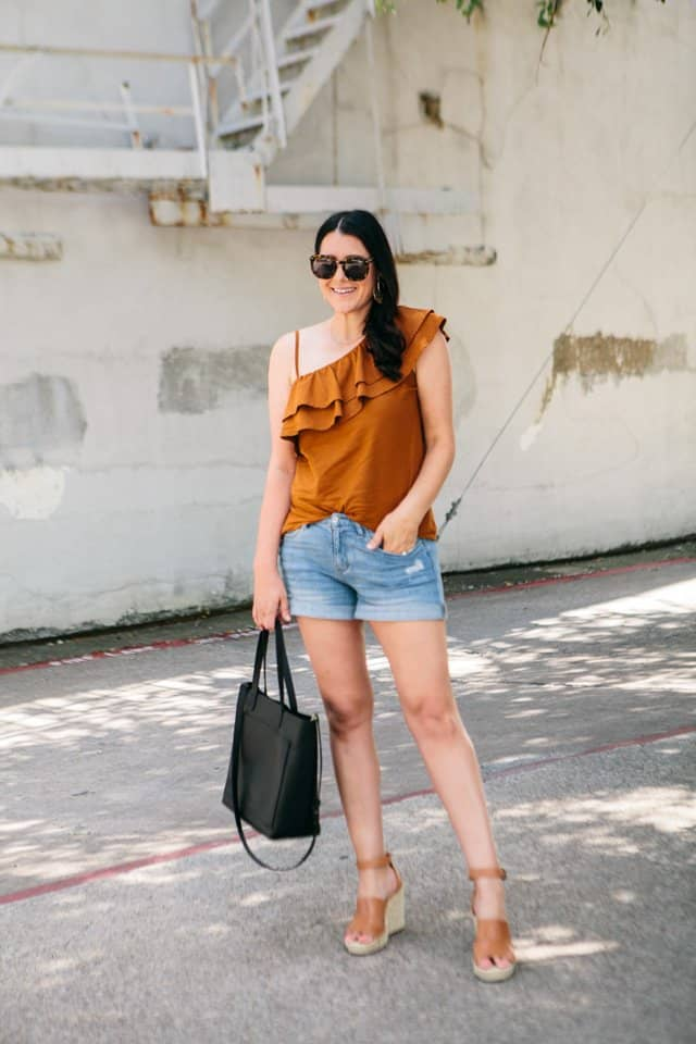 a ruffle top makes the tip of labor day outfits