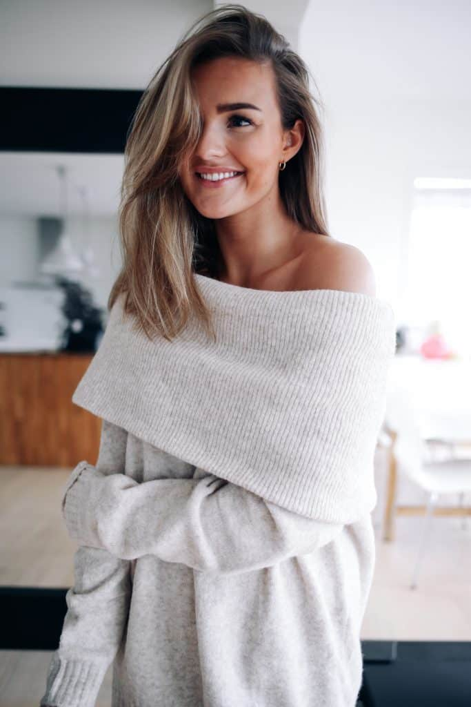 off the shoulder Sweater Looks For Fall