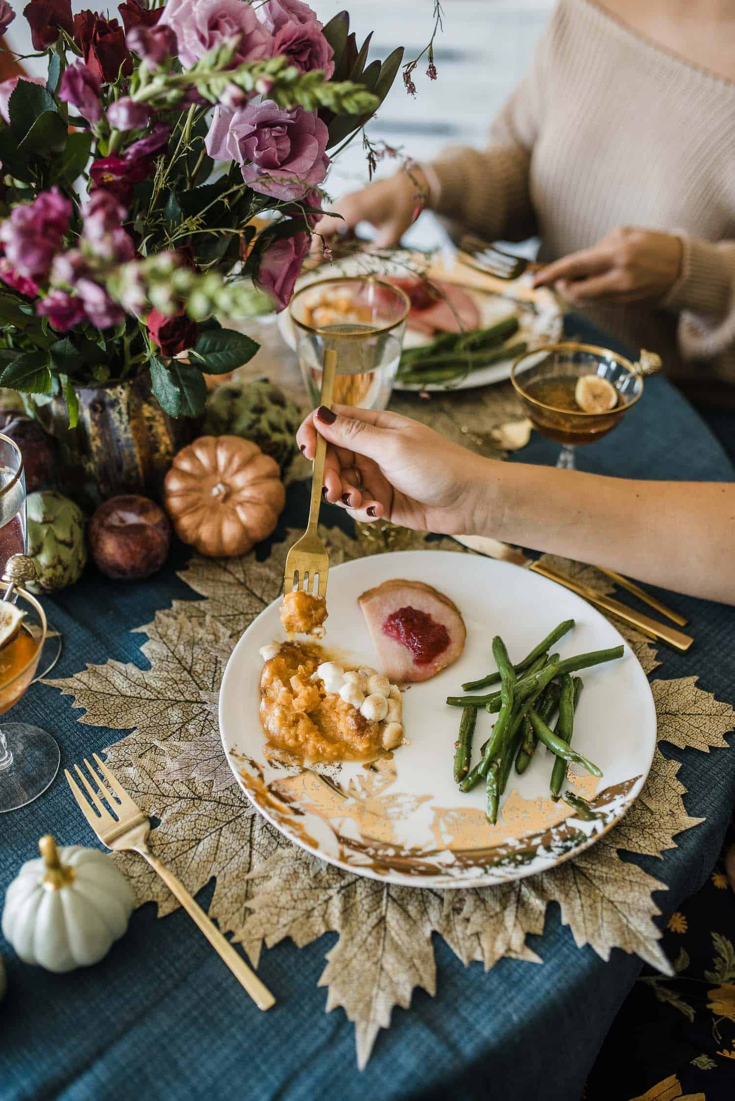 7 Tips To Hosting Friendsgiving