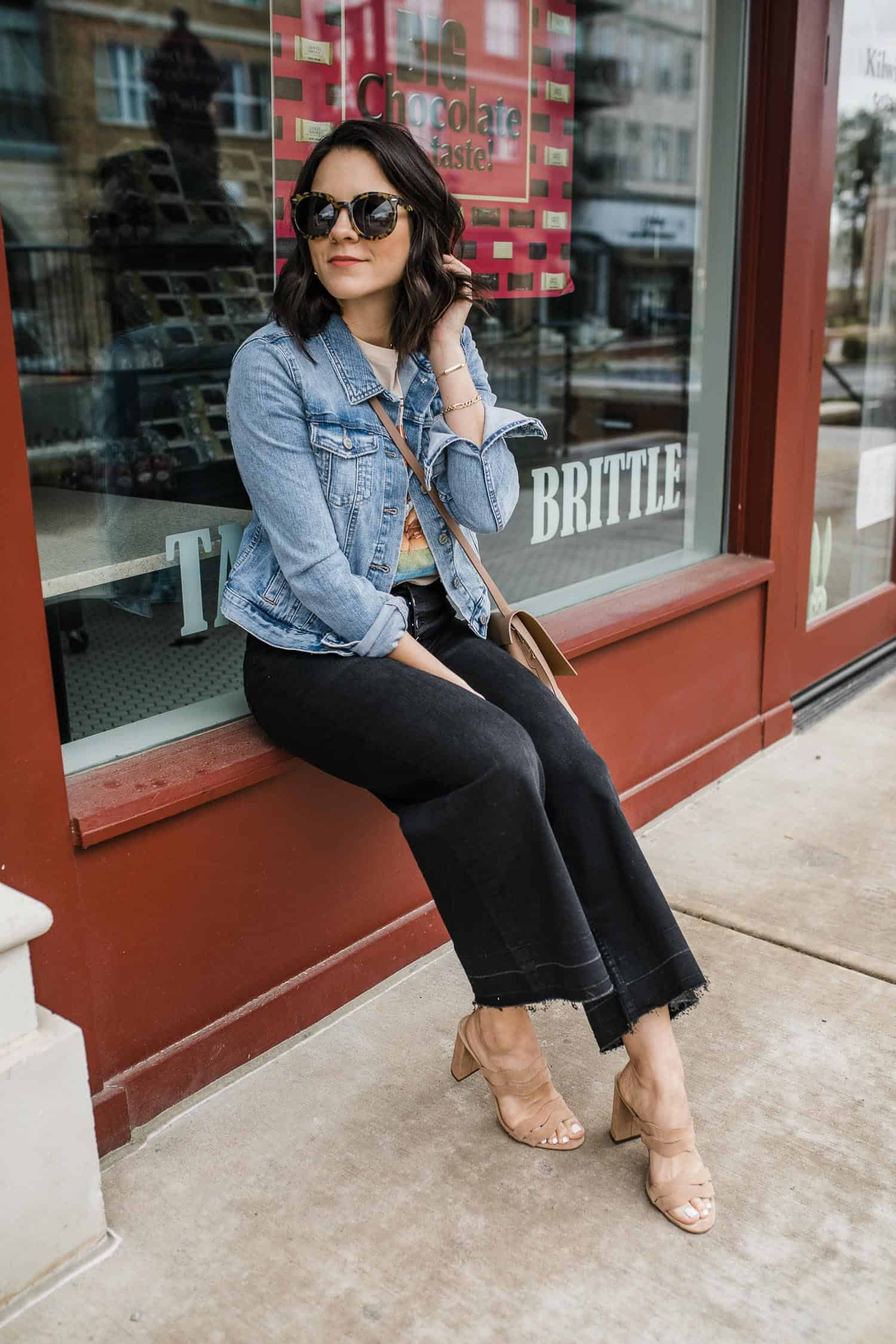 My Style Vita wears wide leg crop jeans for spring