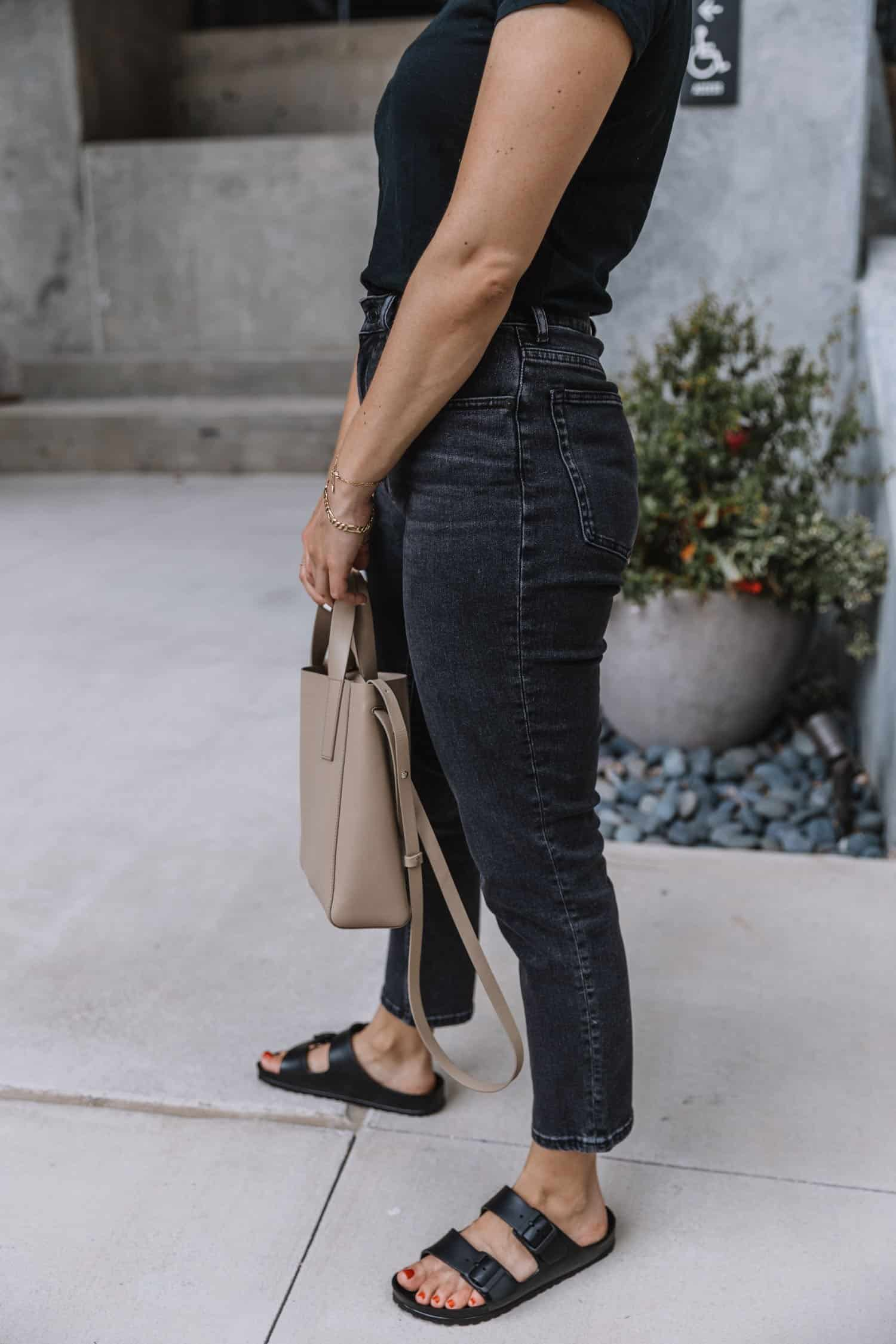 Casual outfit ideas with black jeans and birkenstocks