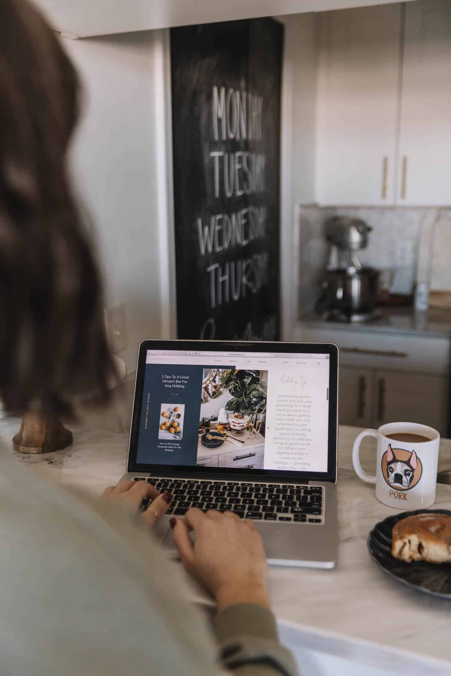 My 5 Goals For 2021 | sitting at laptop with coffee mug