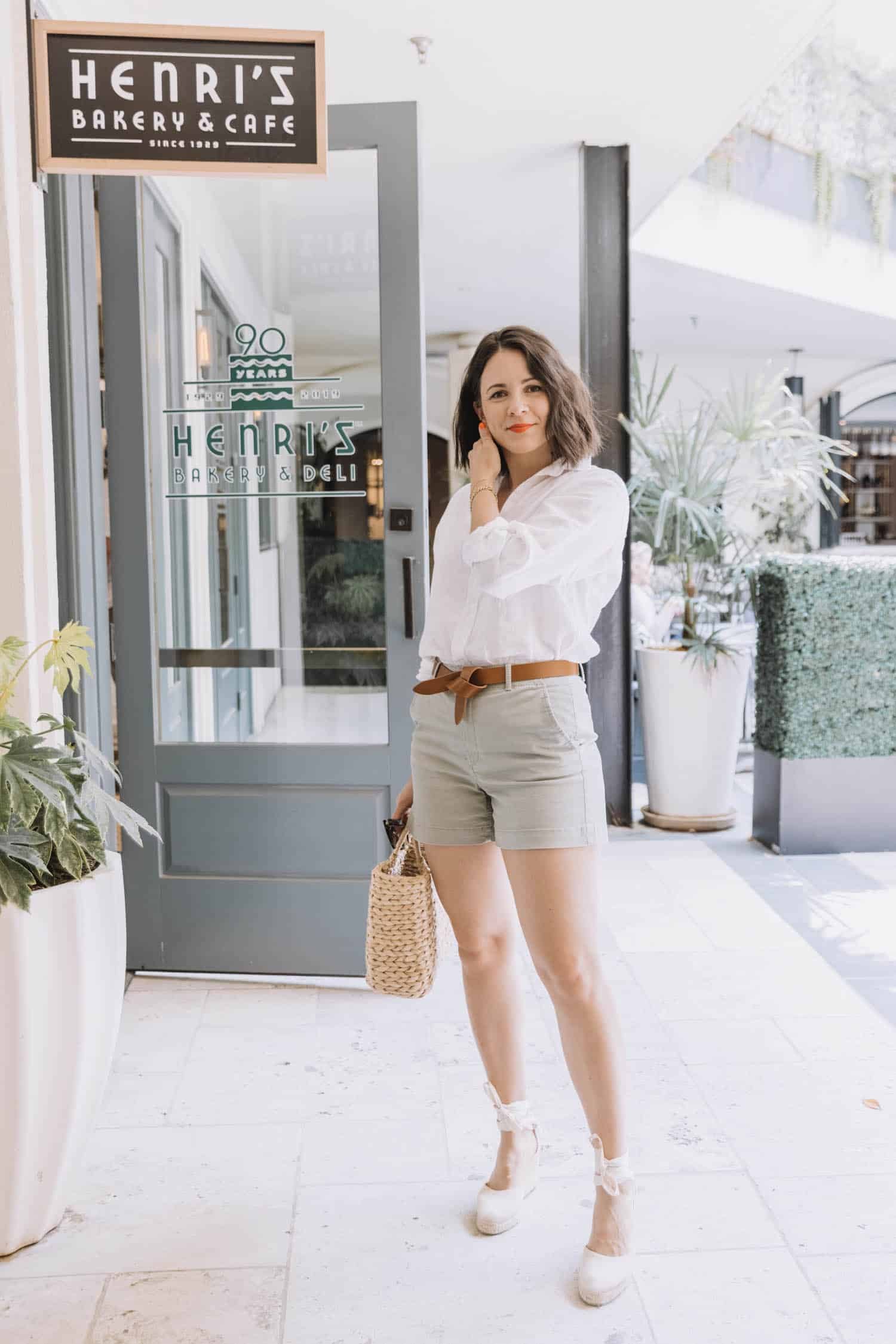 how to style twill shorts