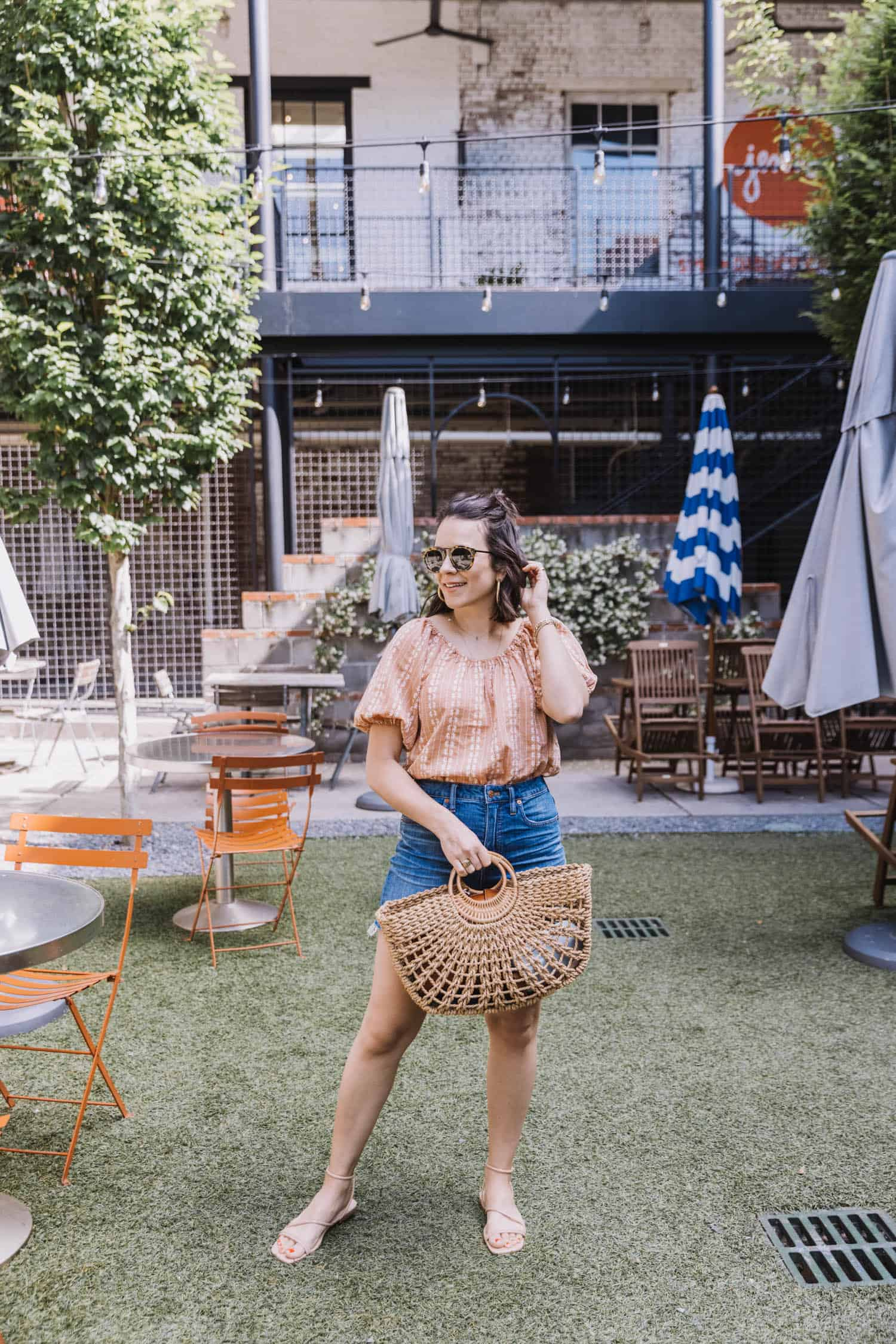 how to style a puff sleeve top for summer