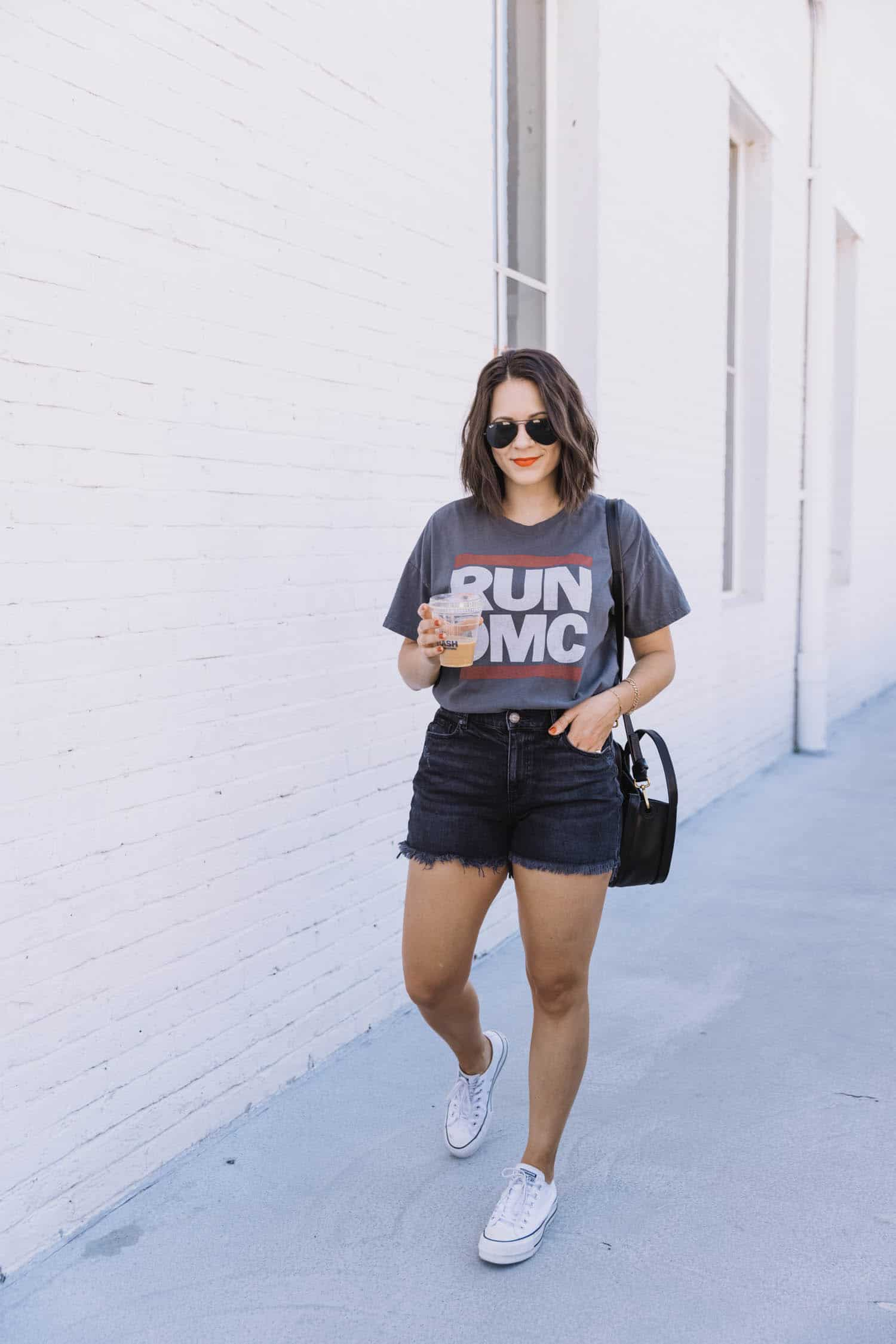 How to style graphic t-shirts