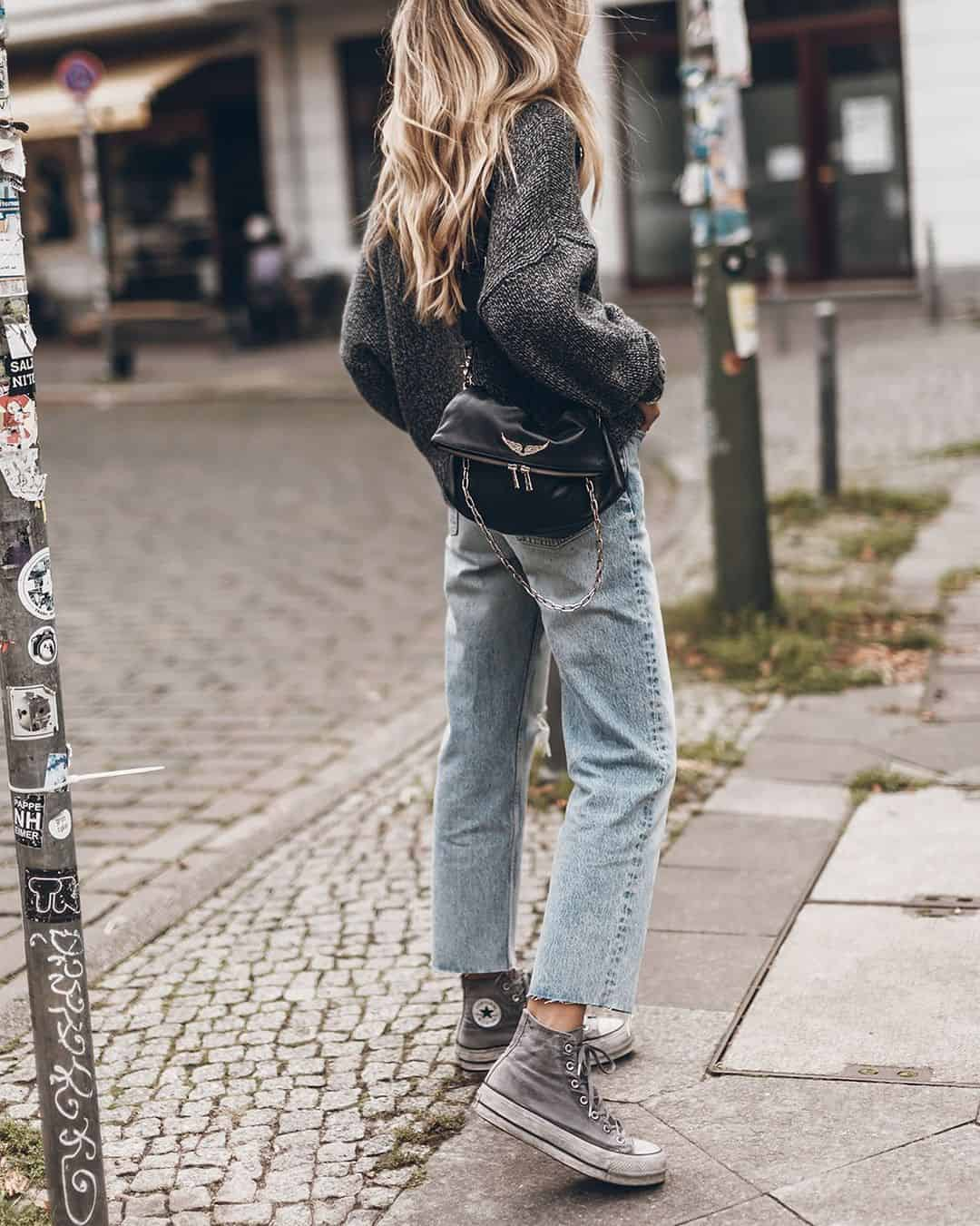 Cropped jeans and chucks outfit
