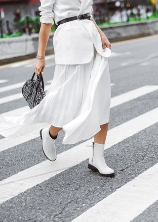 White monochromatic outfit for fall