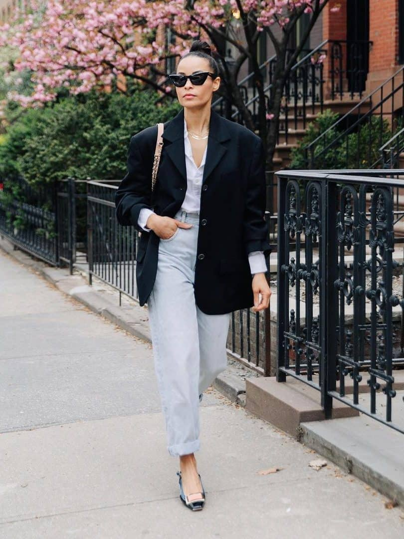 How To Wear Mom Jeans For Fall